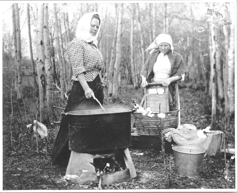 women doing laundry in washtubs