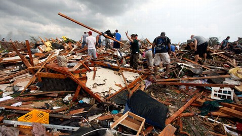 ap_tornado_search_victims_nt_130520_wblog