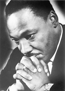 mlk-praying