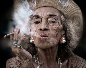 old-woman-smoking-sandy-powers